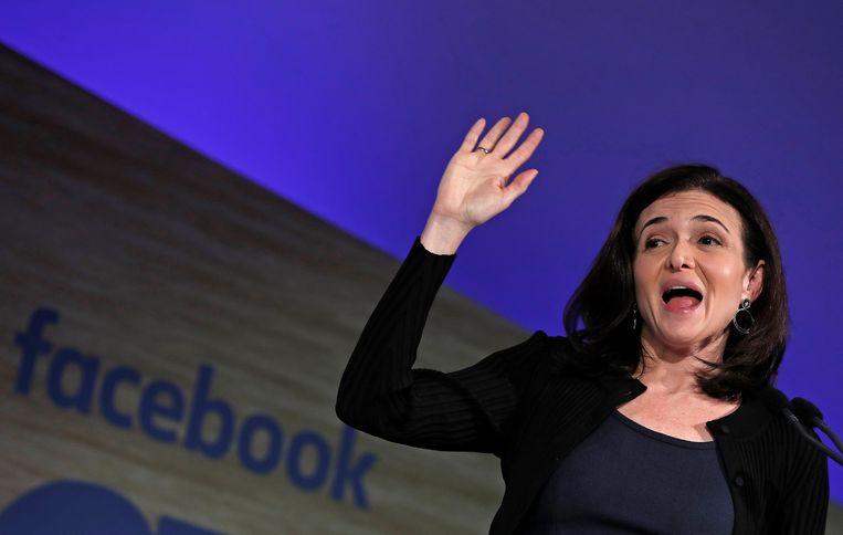 Sheryl Sandberg, de nummer twee van Facebook, kwam in februari in Brussel nog vertellen hoeveel inspanningen Facebook doet om misinformatie te verbannen. Beeld REUTERS