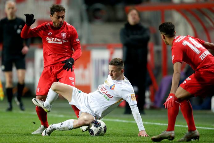 Ricardinho en Zekhnini, twee spelers van FC Twente die samen de linkerkant vormen.