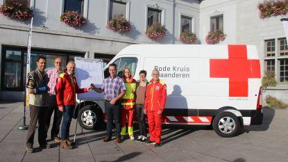 Rode Kruis stelt  nieuw voertuig voor op Markt in Ronse