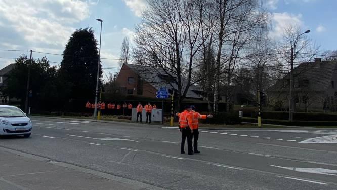 Daarom regelden twintig agenten het verkeer op kruispunt De Ommegang in Lede: praktijkles politieschool