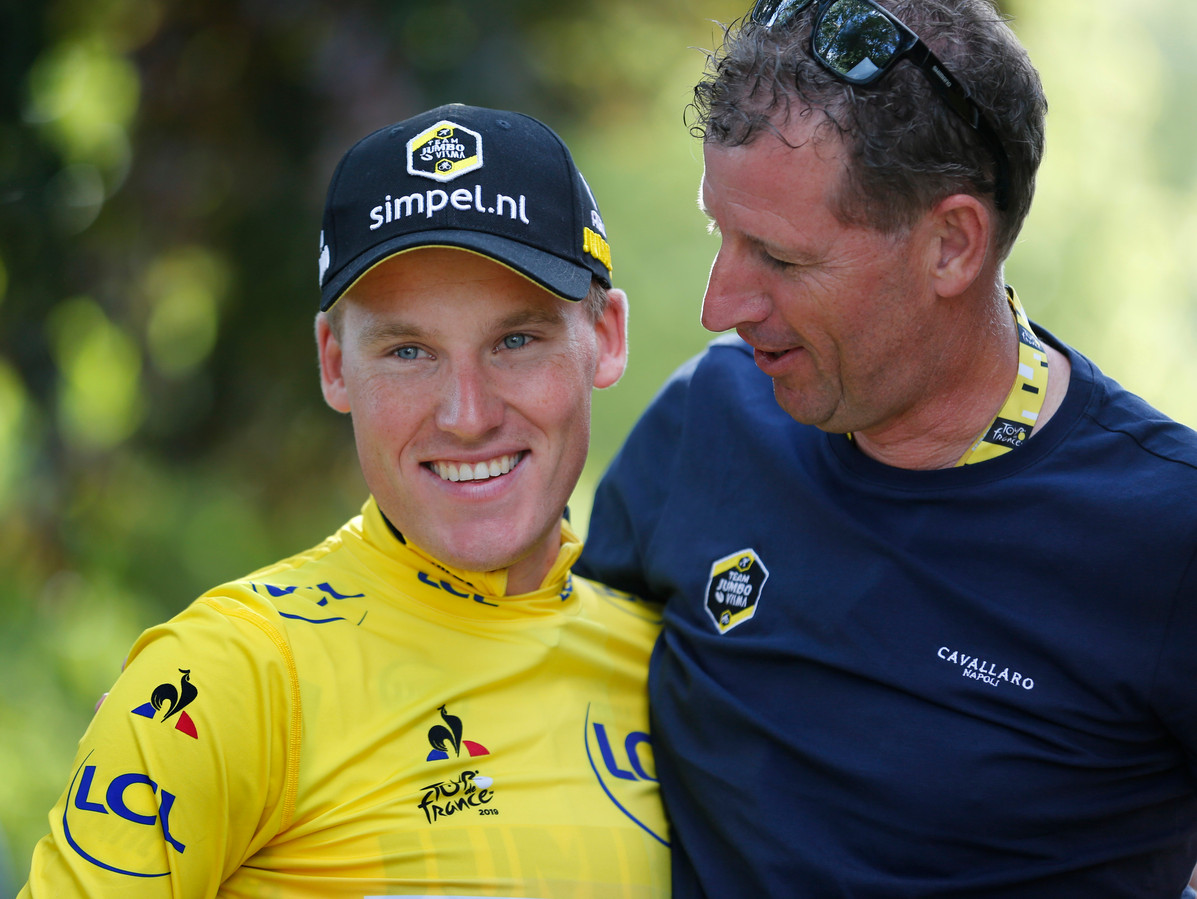 Maassen in de Tour van 2019 met Mike Teunissen, die in de openingsrit de gele trui veroverde.