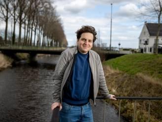 """Thomas Huyghe (29) blikt terug op zijn jeugd in 'Sente': """"Pas nadat ik verhuisde had ik door hoe idyllisch het Meetjesland wel niet is"""""""