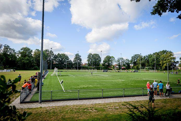 De bedoeling was om onder meer bij Sparta Enschede te spelen, maar dat gaat niet door.
