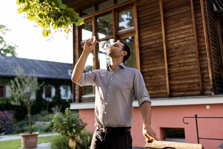 Josef Maier bestiert het imposante biologische wijngoed Geyerhof aan de Donau. Beeld Julius Schrank