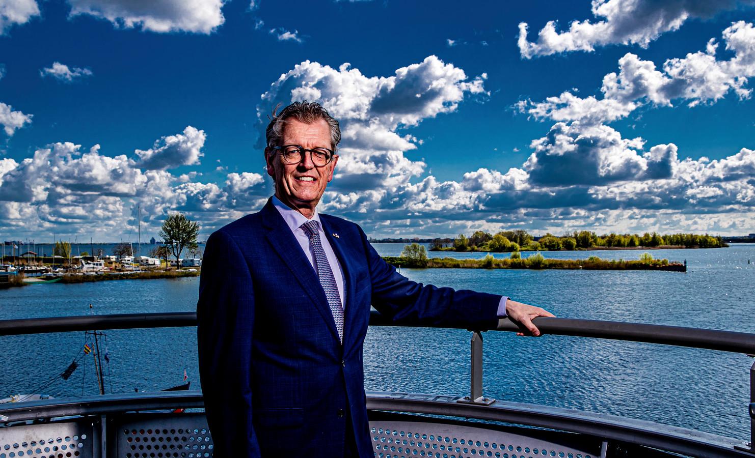 """Gerrit-Jan Gorter is de partijloze burgemeester van Zeewolde: ,,Het gebrek aan contacten bij een landelijke partij heb ik in mijn politieke loopbaan van 35 jaar nooit gemist."""""""