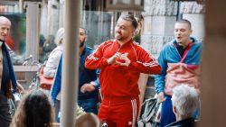 """Zangjongere Ersin Sahin uit 'Hoe Zal Ik Het Zeggen?': """"Eerst bedreigen, dan zingen. Probeer dan maar je lach in te houden"""""""