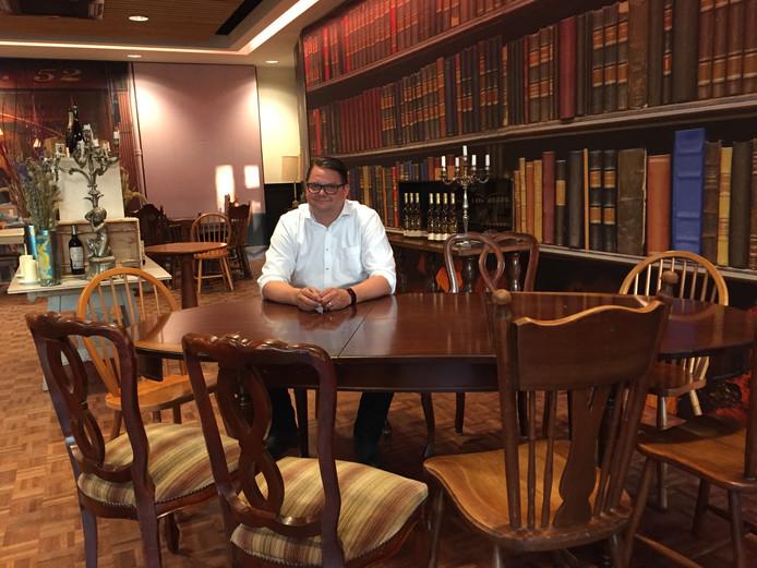 Rob Zoontjens van De Druiventros verkoop het interieur van zijn pop-up restaurant Au Raisin
