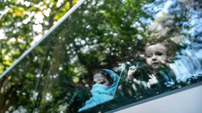 Eerste Afghanen in Nijmegen lijken coronavrij, vandaag nieuwe bussen met evacués in Heumensoord