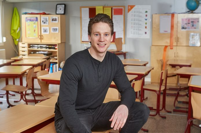 Oud-profvoetballer Erik Quekel maakte de switch van voetbalveld naar schoolklas. Foto op zijn stageplek op de Hertogin Johannaschool te Oss.