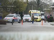 Steekpartij AZC Schalkhaar: slachtoffer zwaargewond naar ziekenhuis, politie zoekt mogelijke dader