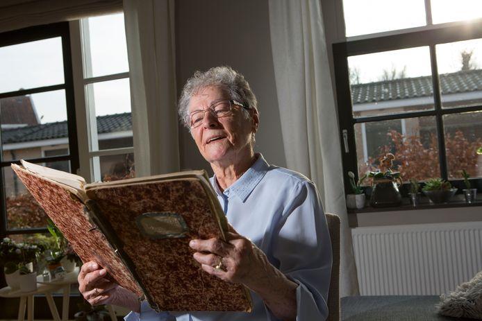 Adrie Groenenboom heeft mappen vol geschreven over de oorlog.
