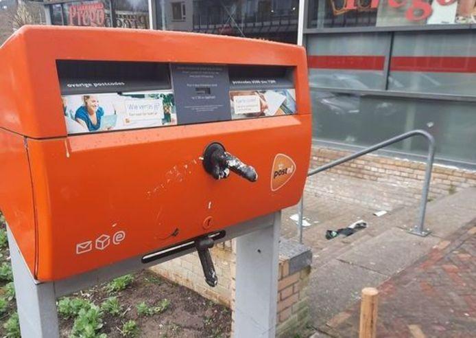 De dildoplakker heeft dit keer toegeslagen bij winkelcentrum Leuvensbroek in Nijmegen.