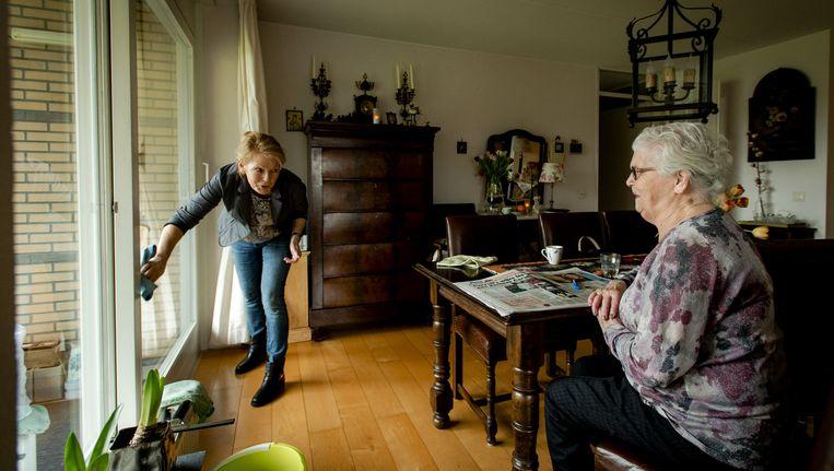 Een op de acht Nederlanders maakte vorig jaar gebruik van huishoudelijke hulp, jeugdzorg of andere hulp via de gemeente Beeld anp