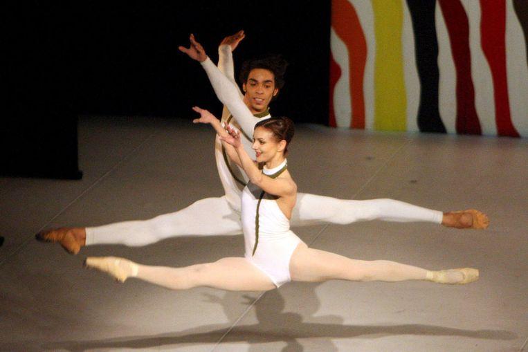 Jason Reilly en Maria Eichwald van het Stuttgart Ballet in actie. (EPA) Beeld