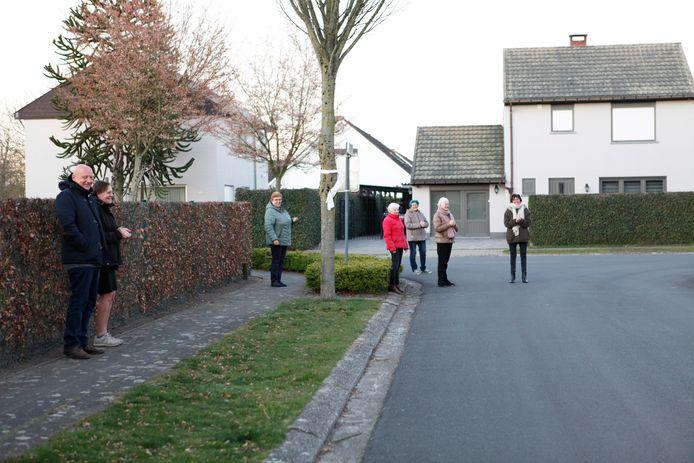 De Pater Schrijversstraat klapt al twee weken lang elke avond.