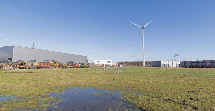Impressie van de maximaal 140 meter hoge windmolen op bedrijventerrein Zenkeldamshoek langs de N347 bij Goor. De gemeenteraad schoot dit initiatief van de Energie Coöperatie Hof van Twente in 2017 met één stem verschil af, nadat omwonenden bezwaar hadden gemaakt.