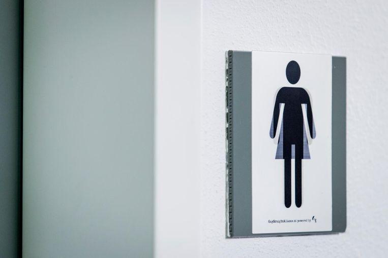 Een genderneutraal toilet in het Ministerie van OCW. Beeld anp