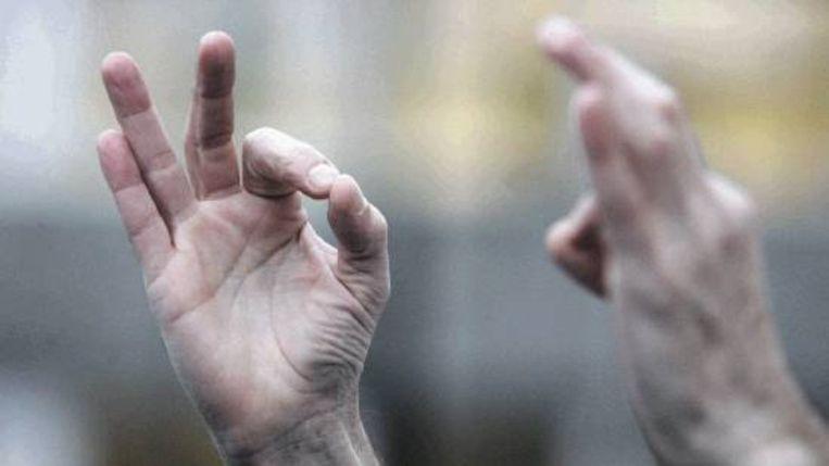 Het gebaar voor ontmoeten (Trouw) Beeld