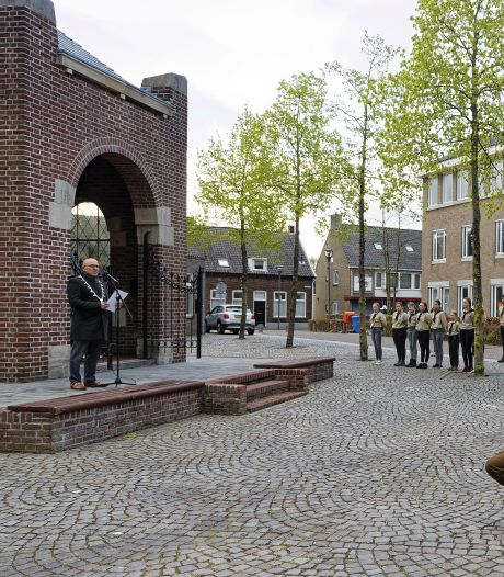 Regenachtige dodenherdenking in Schijndel: 'Deze tijd is niet te vergelijken met 76 jaar geleden'
