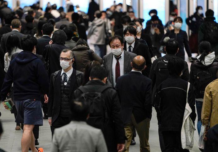 In Tokio is het nog steeds best druk op straat.