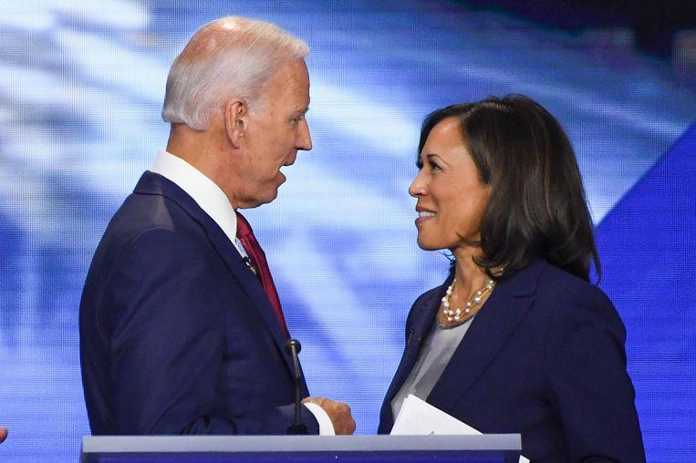 Joe Biden en Kamala Harris tijdens een van de debatten voor de voorverkiezingen.