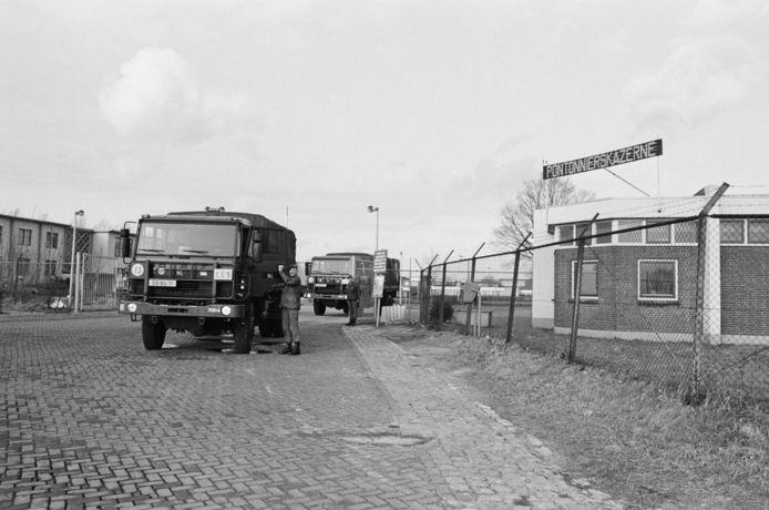 Majoor Campbell bij een militaire lesvrachtwagen van de Pontenierskazerne (1993).