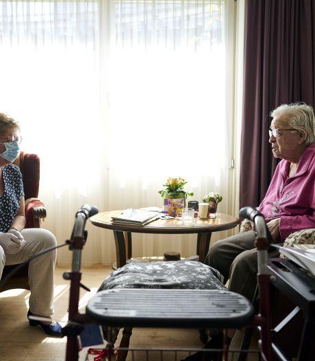 Verpleeghuizen willen snel meer bezoek: 'regels zijn te streng en pijnlijk voor bewoners'