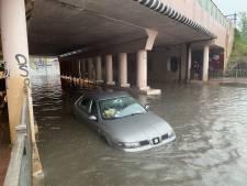 Straten ondergelopen na stortregen in zuiden van Nederland, noorden staat hetzelfde lot te wachten