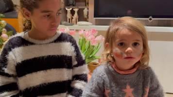 Ann Van Elsen prankt dochters en neemt cadeautjes weg