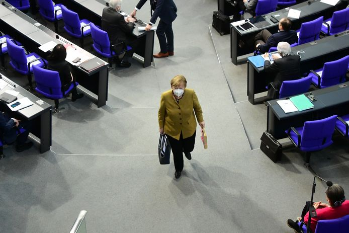 Angela Merkel quittant le Bundestag, la chambre basse du Parlement allemand.