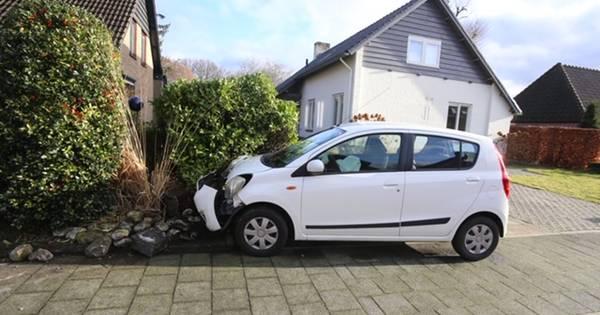 Bestuurder in kritieke toestand naar ziekenhuis na ongeluk in Haaren.