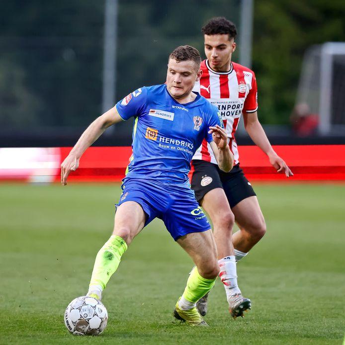 Philippe Rommens in het duel met Jong PSV.