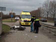 Scooterrijder gewond na botsing tegen brug in Wijk en Aalburg