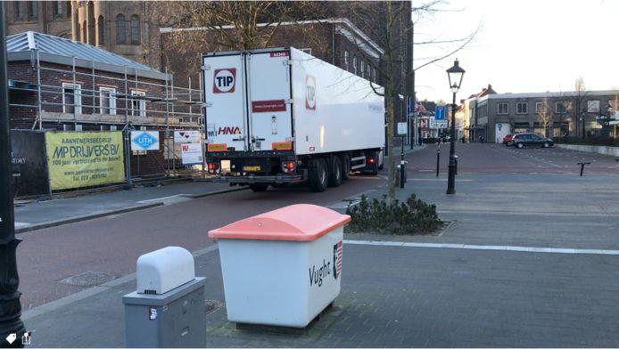 Vrachtwagens leiden nu al regelmatig tot problemen in de omgeving van de Raadhuisstraat in Vught.