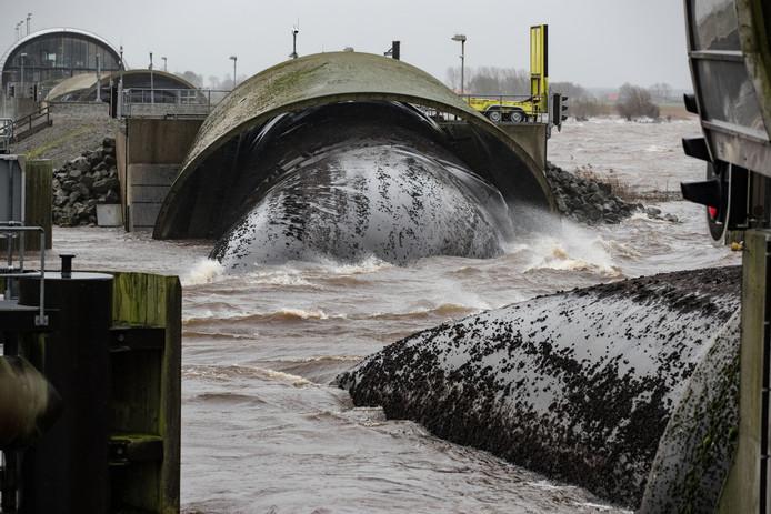 In januari 2018 werden de balgen van stormvloedkering Ramspol liefst driemaal opgeblazen tijdens stormachtig weer.