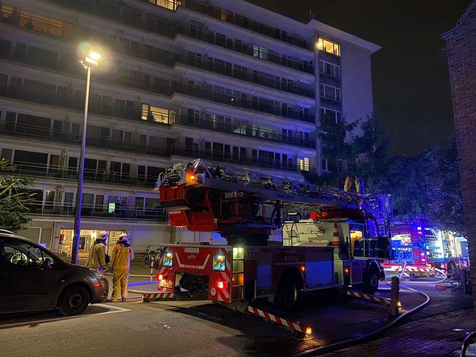 In de Bleekstraat in Mechelen brak er brand uit op het terras van een dakappartement.