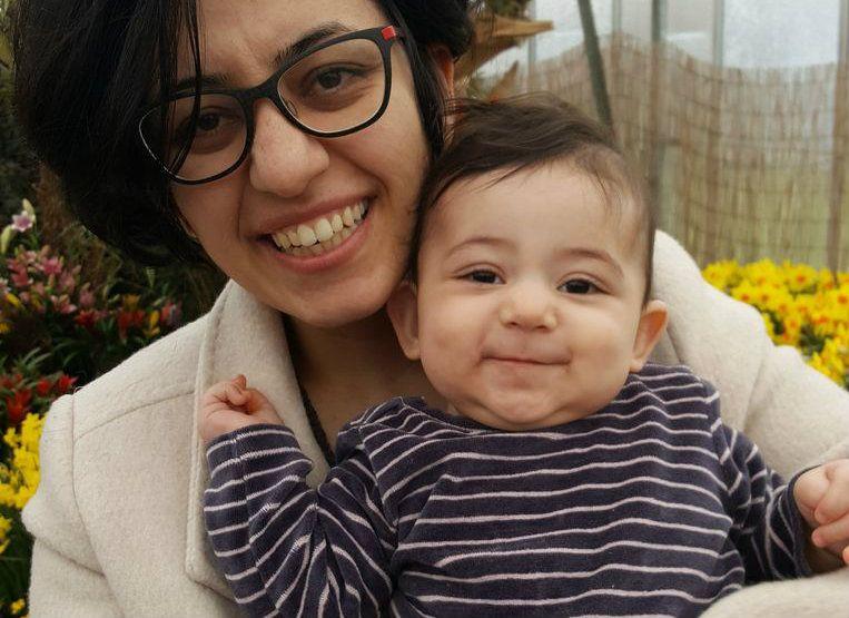 Leila Mirbagher (31) en dochtertje Sara. Beeld De Prycker