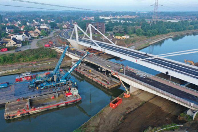 De nieuwe brug aan de Herenthoutseweg bij sluis 10.