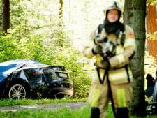 Brandweer worstelt met gecrashte Tesla