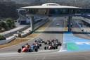 Glenn van Berlo voert het Formule 1-veld aan op het circuit van Jerez de la Frontera in het Spaans kampioenschap.