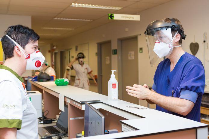 Hoofdverpleegster Natalie Coenen zag het virus verder uitbreiden deze week in het Jessa ziekenhuis in Hasselt.