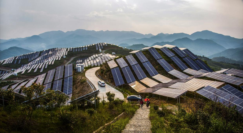 Een zonnepark in de Chinese provincie Fujian. China ziet verduurzaming als een strategisch doel.