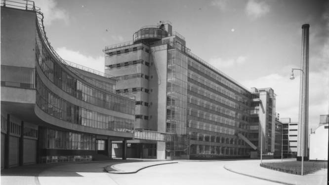 Dit is de piepjonge Van Nelle Fabriek in 1930, gekiekt voor de bedrijvigheid losbarst