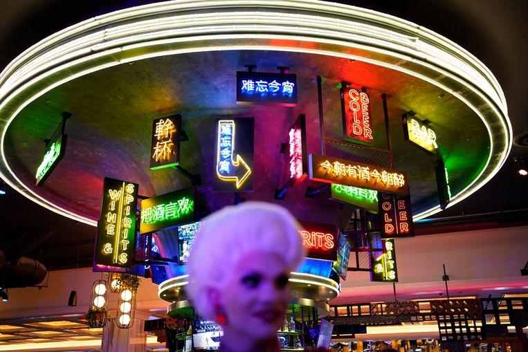 Het was een feestje, de opening donderdag van Resorts World, het eerste nieuwe hotel-casino op 'The Strip' in Las Vegas in tien jaar tijd. Sinds 2007 stond er niet meer dan een stalen skelet, omdat door de recessie alle bouw stil lag. In 2013 kwam er voor 350 miljoen dollar een nieuwe eigenaar die het weer aandurfde. Beeld AP
