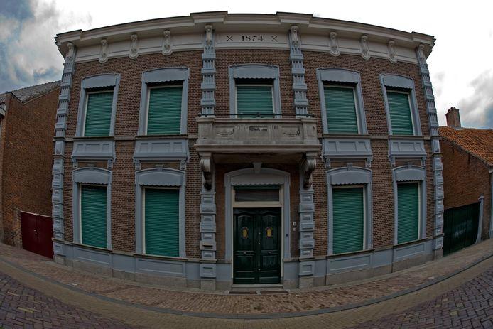 In 1938 werd het balkon vergroot voorafgaand aan de viering van 40-jarig ambtsjubileum van Anton Mastboom als burgemeester van Oud Gastel.