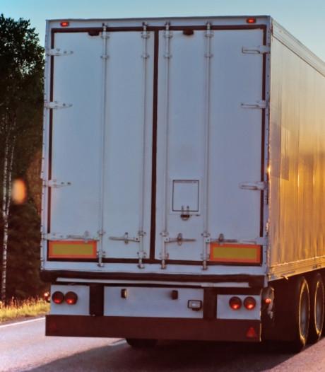 Vrachtwagen leeggeroofd in Putten
