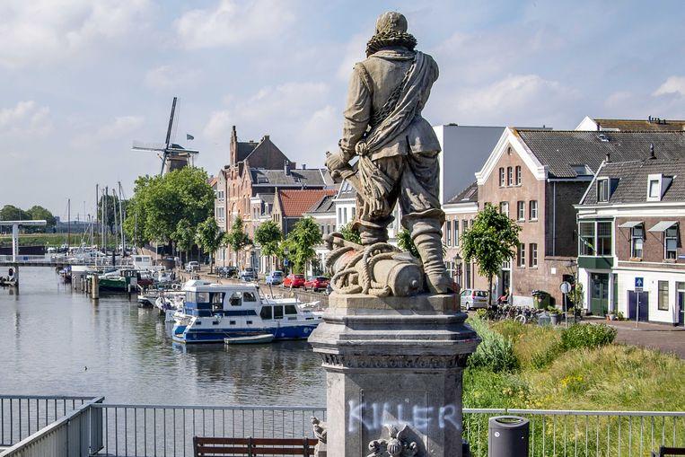 Het standbeeld van Piet Hein in Rotterdam-Delfshaven werd vorig jaar beklad en besmeurd.  Beeld ANP