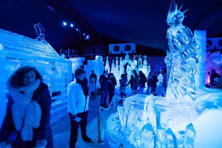 Het IJssculpturenfestival lokt traditioneel veel volk.