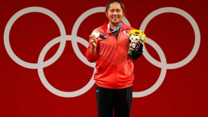 Filipijnen geven half miljoen en 2 huizen aan eerste gouden madaille-winnares gewichthefster Hidilyn Diaz