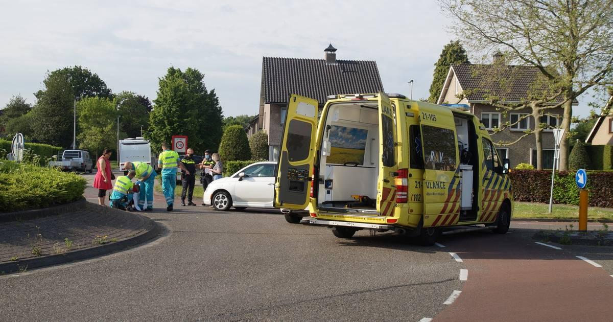 Fietser gewond door aanrijding met auto op rotonde in Drunen.